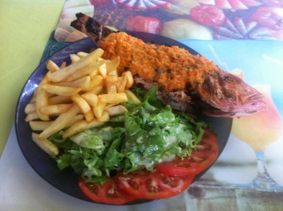 Poisson grill avec frites et salade picture of arc en for Salade poisson