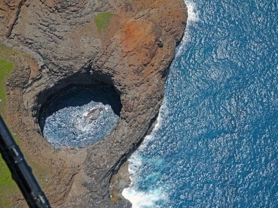 Jack Harter Helicopters - Tours: A hidden swim-in grotto on the Na Pali coast