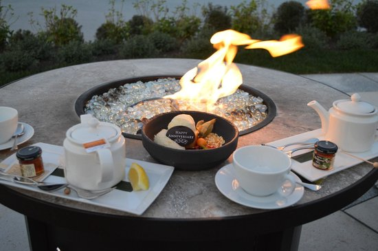 Twenty Eight Atlantic: Dessert and tea by the fireside