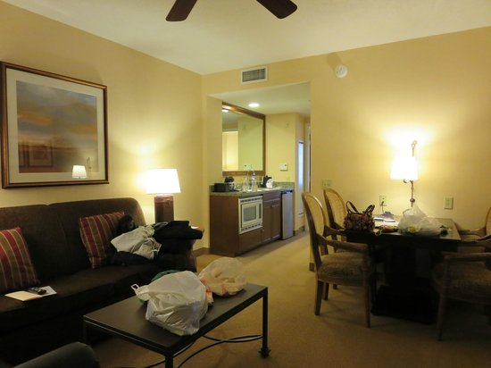 Embassy Suites by Hilton La Quinta Hotel & Spa : Living Room