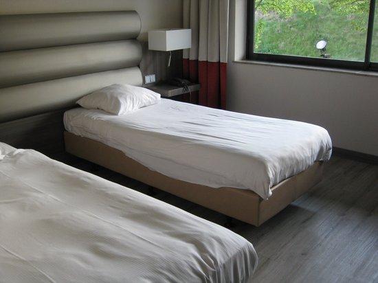Van der Valk Hotel Maastricht: スーツケース2つを十分に開ける事が可能です