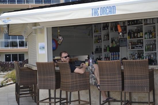 The Dream Pool Bar : 8:00 Screwdriver