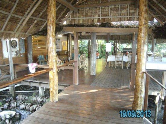 Uepi Island Resort : Bar