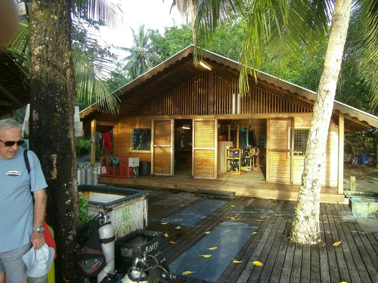 Uepi Island Resort: Dive shop