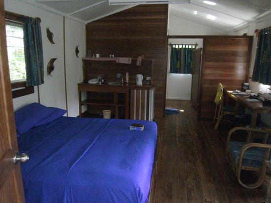 Uepi Island Resort: Inside our hut