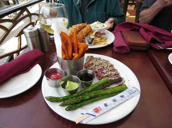 Rock'N Fish: Seared Ahi Tuna with Sweet Potato Chips and Grilled Asparagus