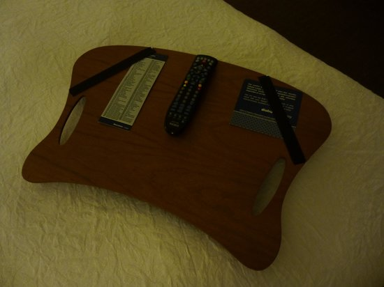 Hampton Inn by Hilton Guayaquil-Downtown: Everyman's dream-remote control ready on the bed