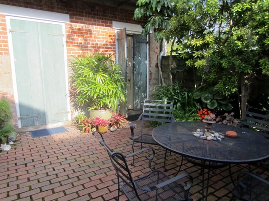 Pierre Coulon Guest House: entrance