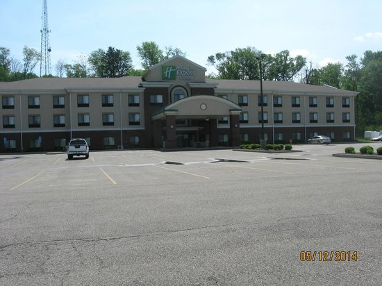 Holiday Inn Express Hotel & Suites Zanesville North: Outside of hotel