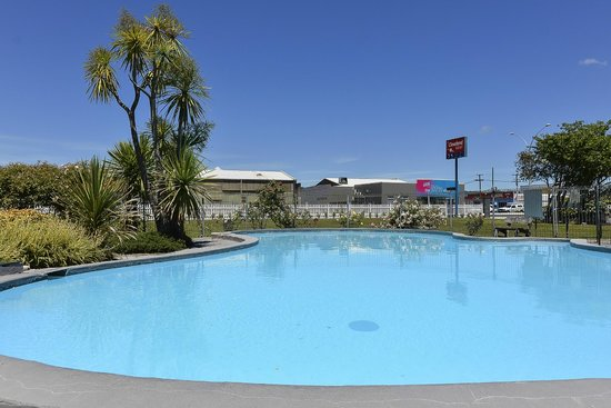 Econo Lodge Cleveland: Outdoor Heated Swimming Pool
