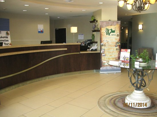 Holiday Inn Express Hotel & Suites Zanesville North: Lobby