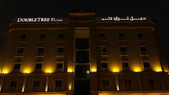 DoubleTree by Hilton Hotel Dhahran: منظر ليلي لفندق دبل تري من هيلتون من تصويري