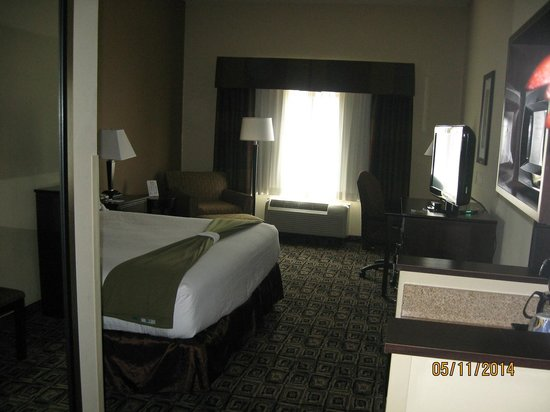 Holiday Inn Express Hotel & Suites Zanesville North: King room,  Room #125