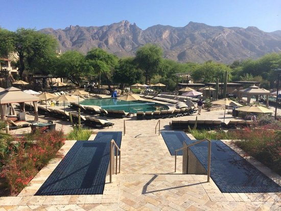 Westin La Paloma Resort and Spa: The Pool area looking at mountains