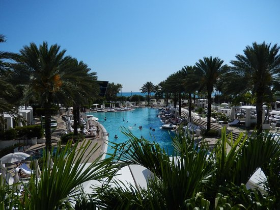 Fontainebleau Miami Beach: Pool view
