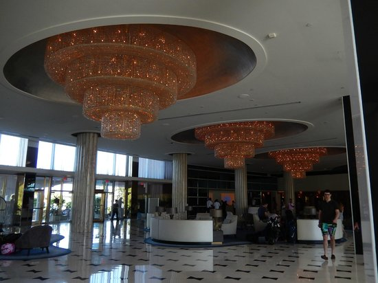 Fontainebleau Miami Beach : Front lobby