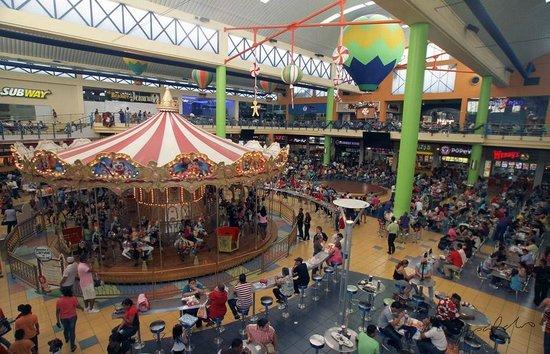 Albrook Mall: Carrusel junto al patio de comidas