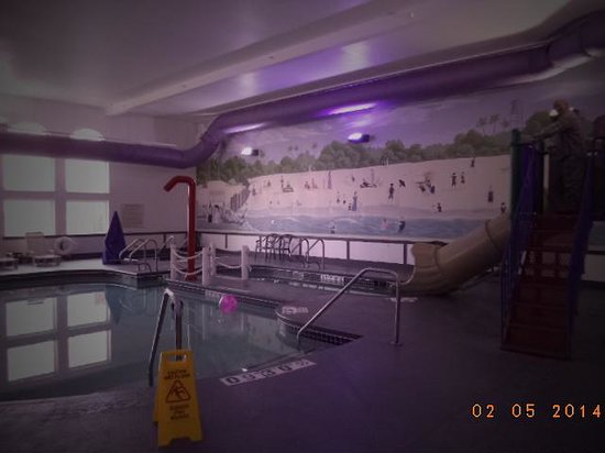 Comfort Inn Dixon: Check out the pool - it is clean and GREAT!!!