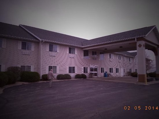 Comfort Inn Dixon : I took a pic of the sweet hotel as we were leaving early morning... We will be back!
