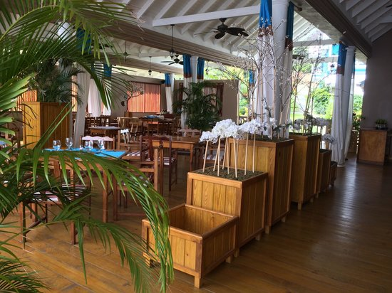 Beachcombers Hotel: Bar
