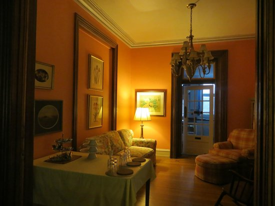 Cornerstone Bed & Breakfast: Living Room