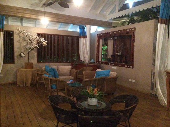 Beachcombers Hotel: Chill out area in the bar