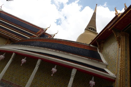 Wat Ratchabophit: The Royal Cemetery and Chedi