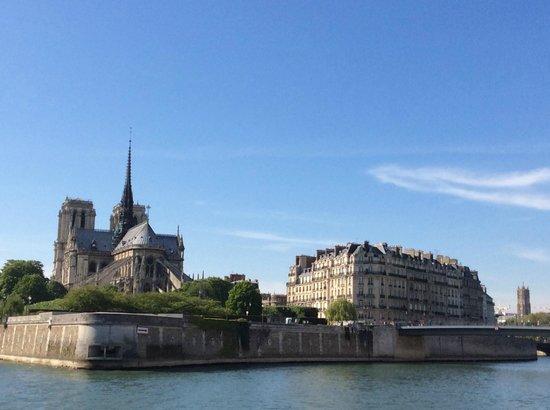 Île de la Cité : Back of the Notre Dame