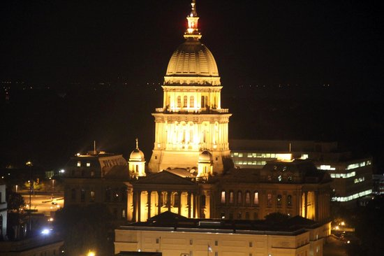 Wyndham Springfield City Centre: Night view of capitol