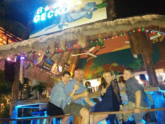 Blue Gecko Cantina: outdoor bar seating