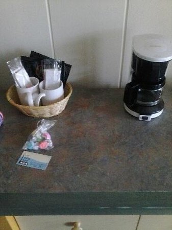 City Center Motel: Coffee Essentials & a welcome bag of taffy
