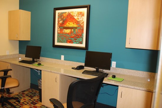 La Quinta Inn & Suites Rochester: Business Center.