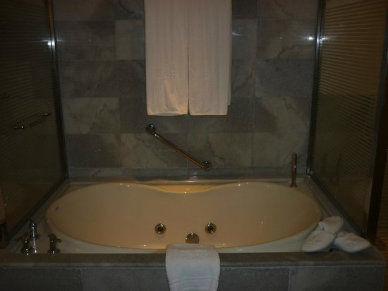 Iberostar Grand Hotel Rose Hall: Tub / Jacuzzi