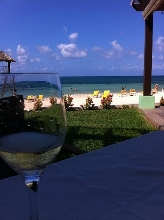Iberostar Grand Hotel Rose Hall: Lunch on the Beach!