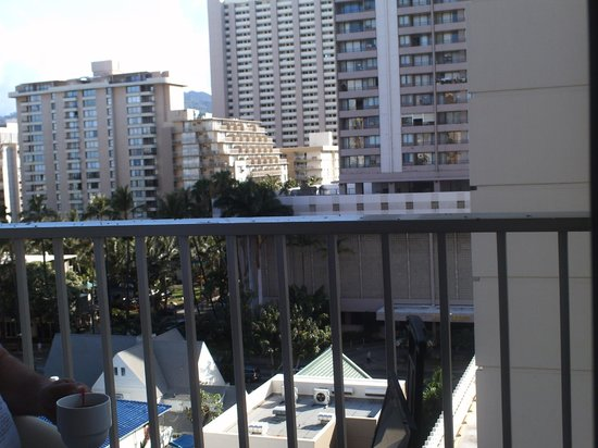 Shoreline Hotel Waikiki: View from ninth floor lanai