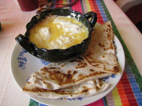 tlayudas arely huatulco: Delicious quesillo