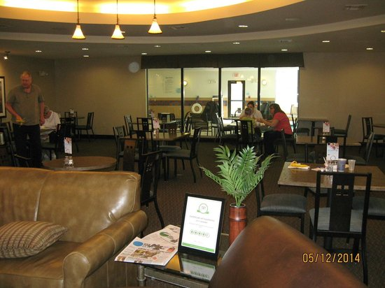 Holiday Inn Express Hotel & Suites Zanesville North: Dining area
