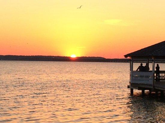 Fager's Island Restaurant & Bar : Sunset from Fager's Island Bar