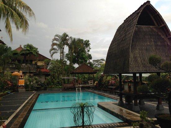 Cendana Resort and Spa: Pool area