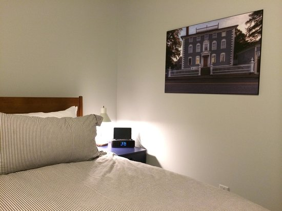 The Hotel Portsmouth : Room: mini iPad/dock, great photos of Portsmouth