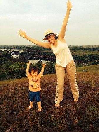 Hotel & Resort Lagos de Menegua: Mi esposa e hijo felices en la serranía.