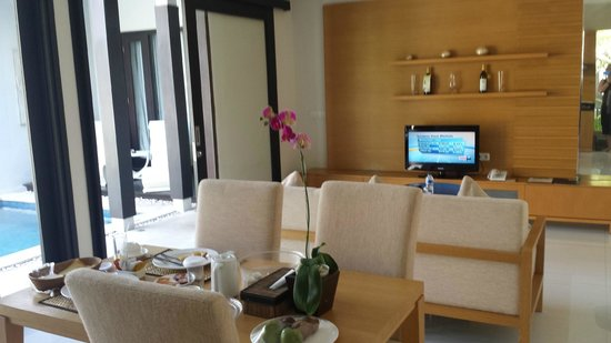 The Jineng Villas : TV/dining
