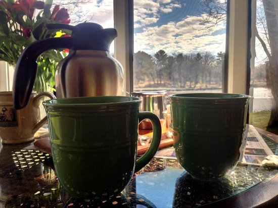 Bufflehead Cove Inn : Morning coffee from the Hideaway!