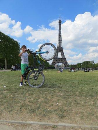 riding up the tower picture of fat tire bike tours paris paris tripadvisor. Black Bedroom Furniture Sets. Home Design Ideas