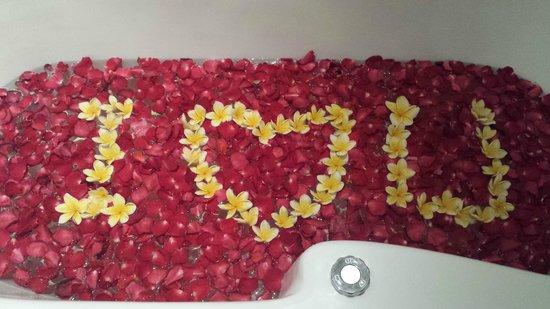 The Jineng Villas : romantic spa bath