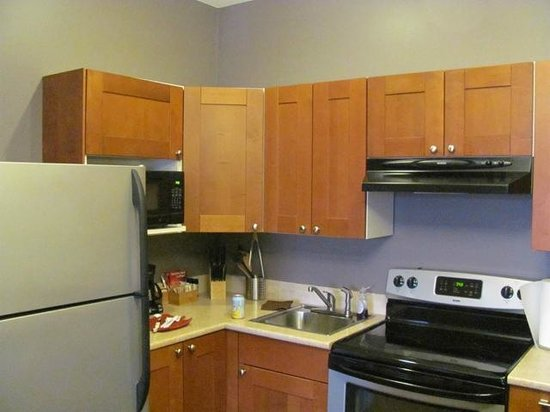 Beyond Bliss Suites : Fully-equiped kitchen