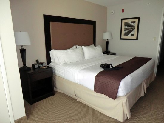 Holiday Inn & Suites Airport: #231