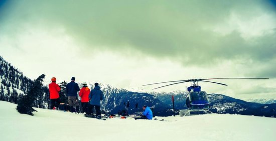 Whistler Heli-Skiing: Lunch stop with the crew