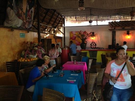 Maria Jimenez Restaurante Mexicano: newly enlarged space with drinks.. fabulous food!!