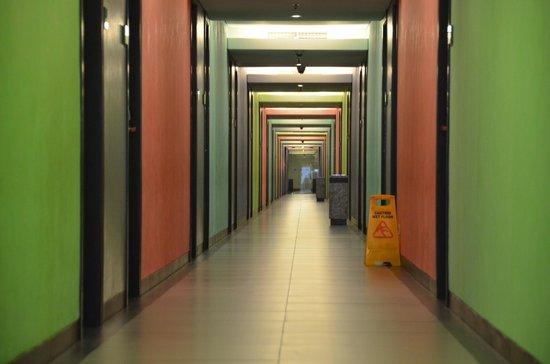 FM7 Resort Hotel Jakarta: Hallway